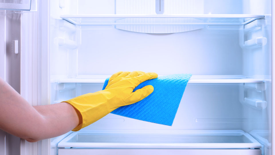 cleaning refrigerator for storage