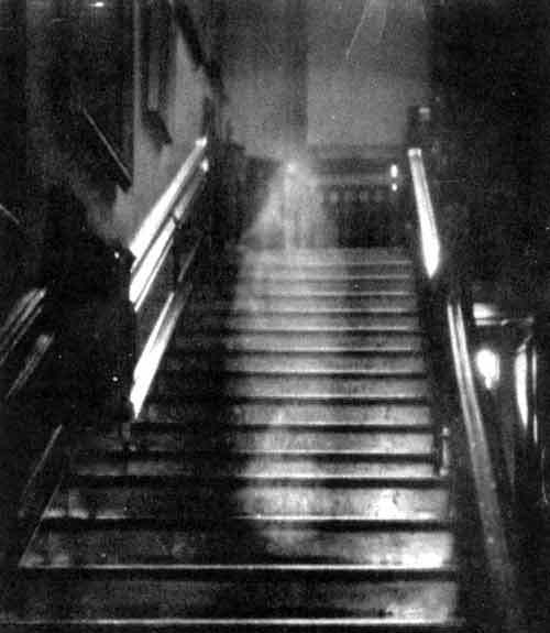 the-ghost-in-the-hallway-paranormal-believers-26078598-500-575